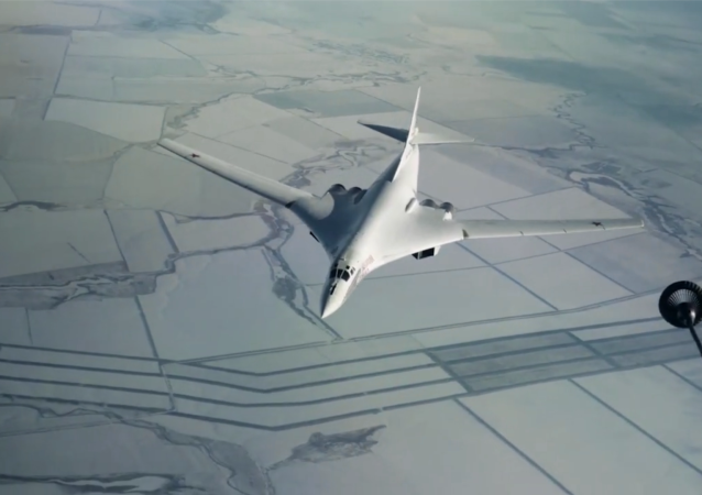 圖-160戰略轟炸機進行空中加油訓練