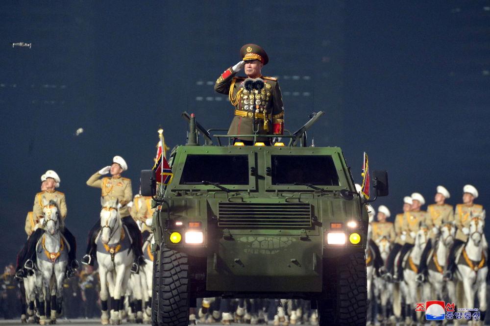 平壤舉行閱兵式