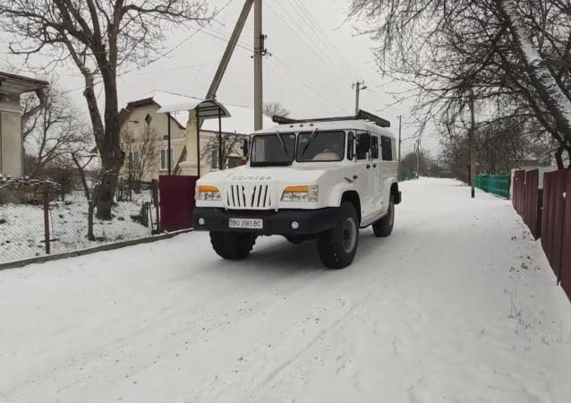 烏克蘭汽車機械師親手建造了一輛獨一無二的越野車