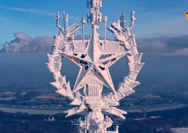 莫斯科國立大學主樓尖頂上結冰的星星