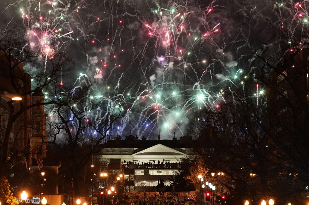 美國總統就職慶典焰火在白宮上空燃放