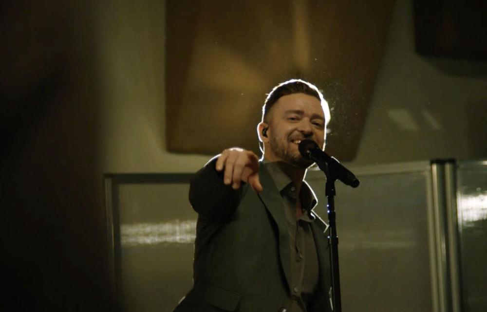 美國歌手賈斯丁·汀布萊克參加總統就職慶典晚會表演