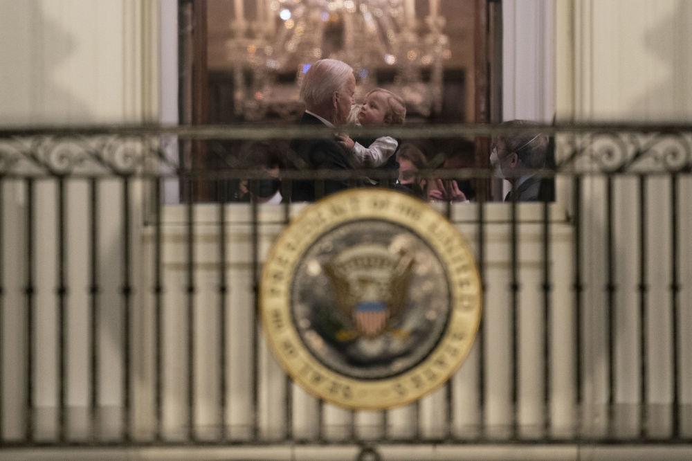 美國總統拜登與孫兒在白宮