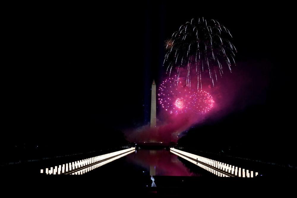 美國第46任總統就職慶典焰火照亮林肯紀念碑
