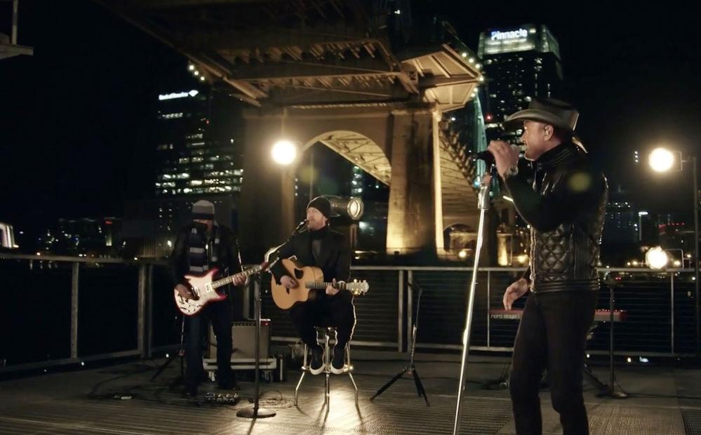 美國歌手蒂姆·麥格羅與泰勒·哈巴德應邀參加總統就職慶典晚會表演