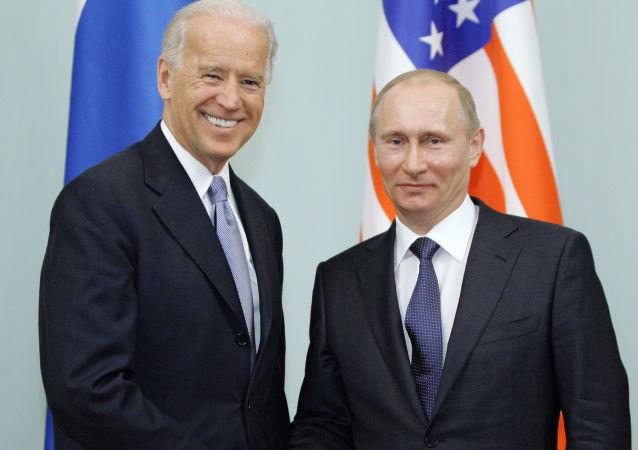 普京與拜登(莫斯科,2011年3月10日)
