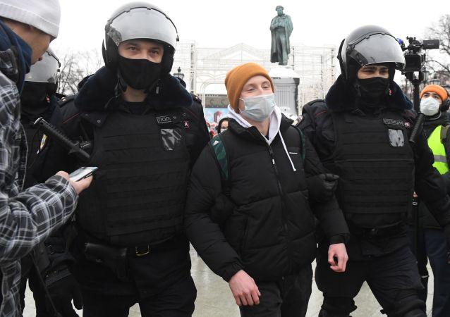 警方平息莫斯科市中心所有未經批准的抗議活動