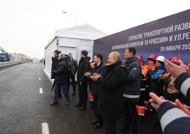 普京:俄羅斯有大量建造道路的計劃