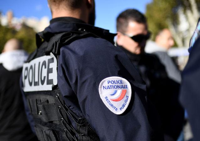 法國警方逮捕了威脅要砍掉區長腦袋的11歲男孩