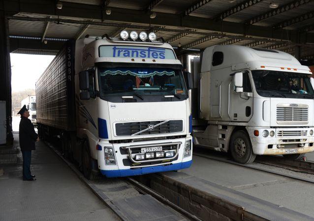 俄駐哈爾濱總領事:俄中邊境口岸仍有汽車排隊 但已可控
