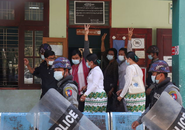 數千人參加反對緬甸軍方的街頭抗議活動