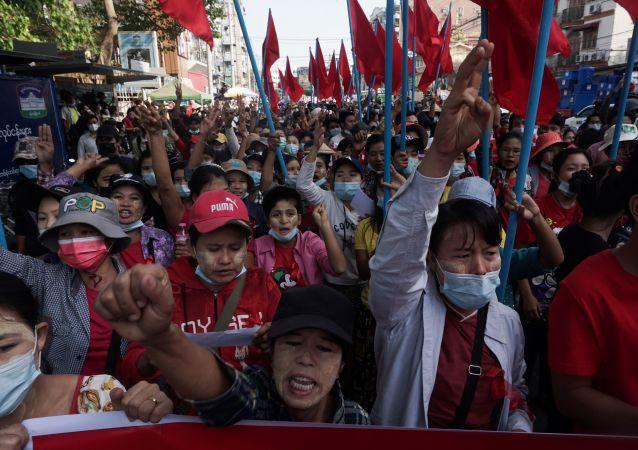 緬甸首都爆發大規模抗議示威活動