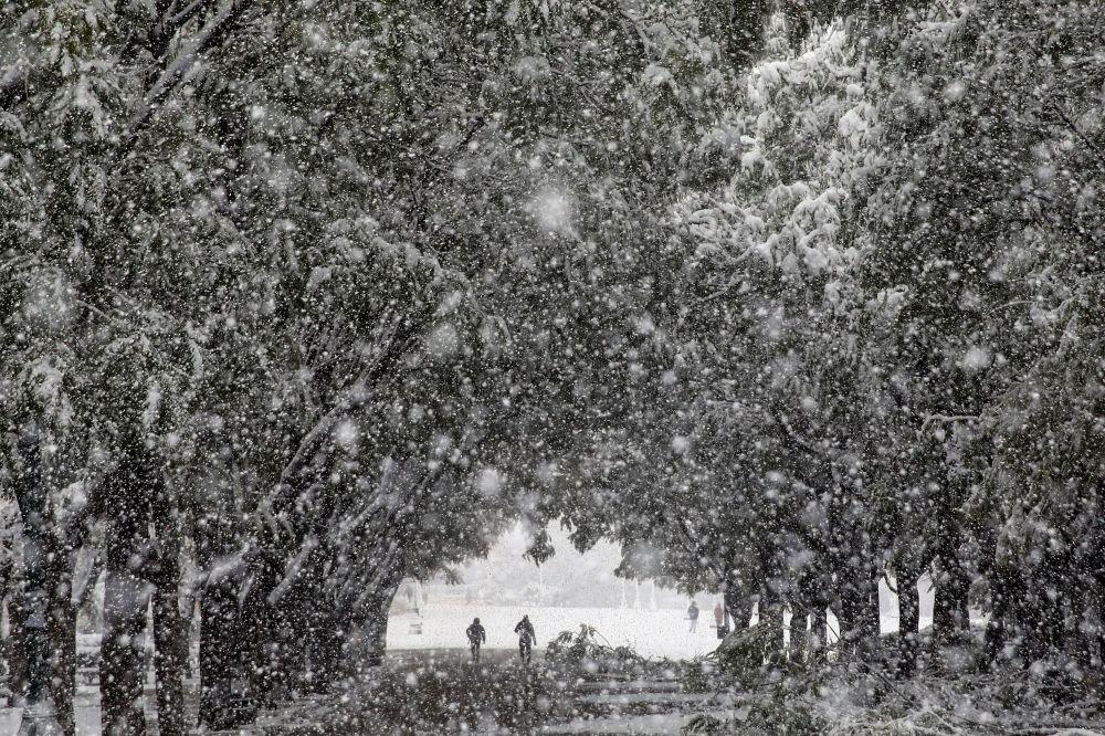 雪中的雅典。