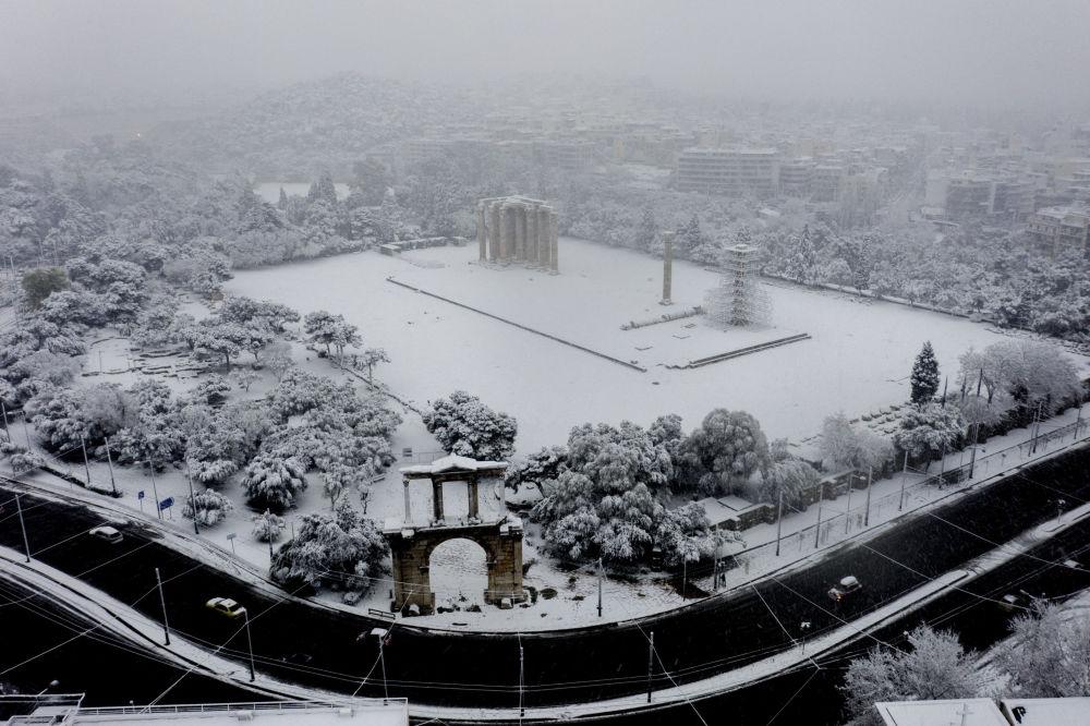 雅典宙斯神廟雪景。