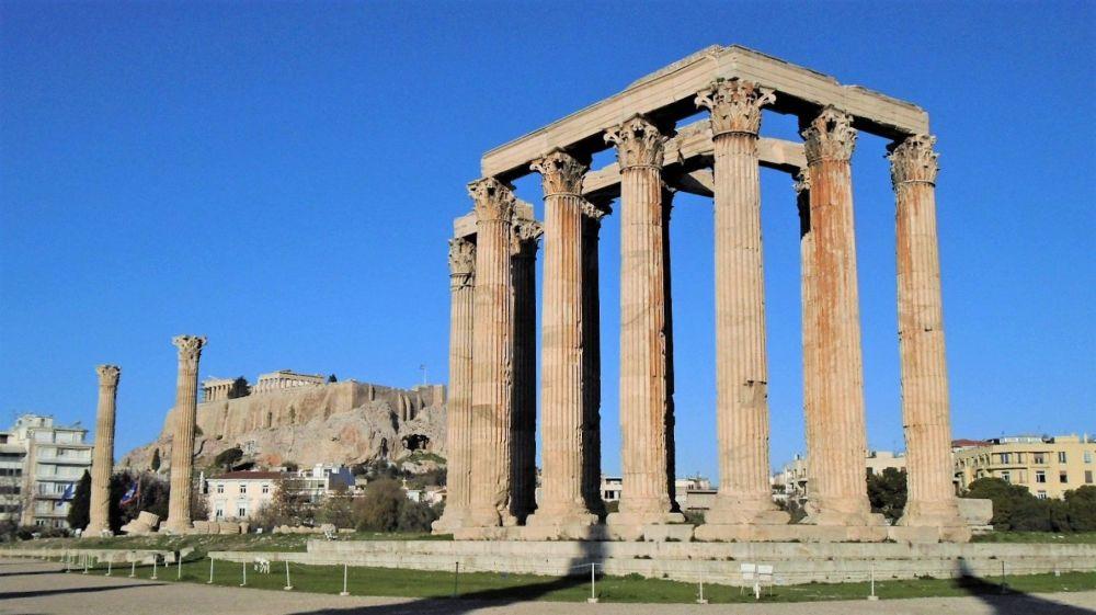 夏日里的宙斯神廟。