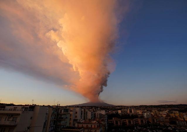 冰島火山噴發 發佈紅色航空預警 資料圖
