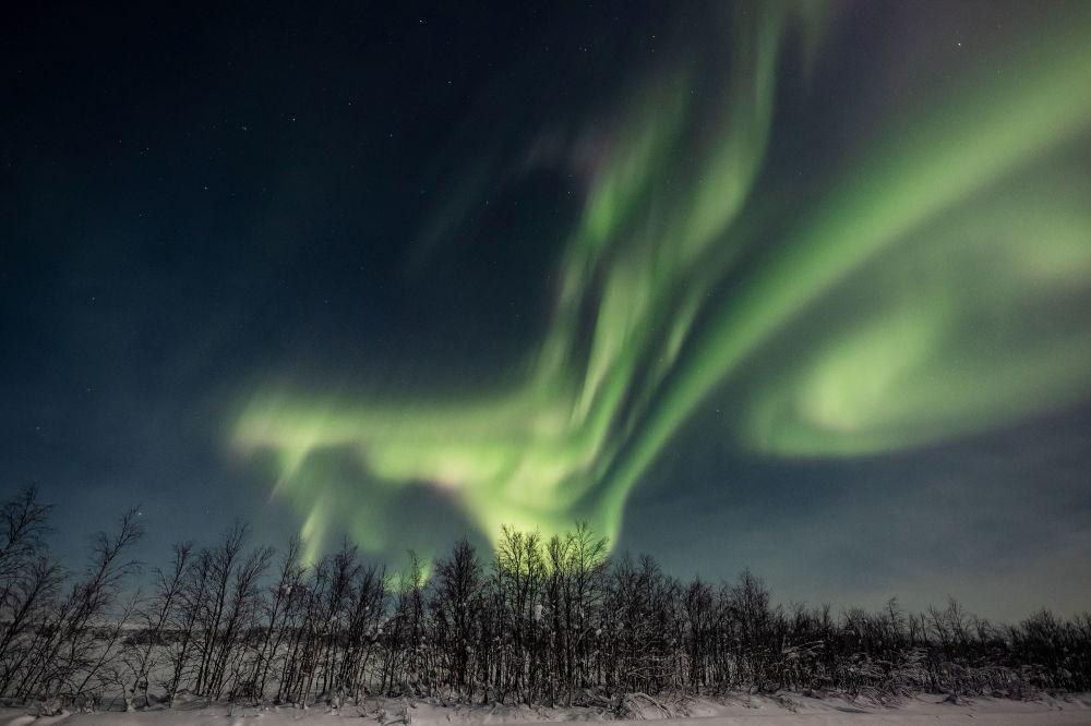 拉普蘭,芬蘭城鎮埃農泰基厄上空的北極光。