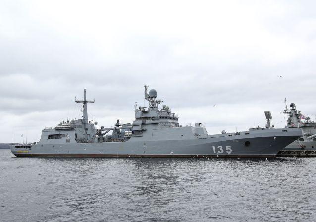 11711型的「伊萬∙格倫」號大型登陸艦
