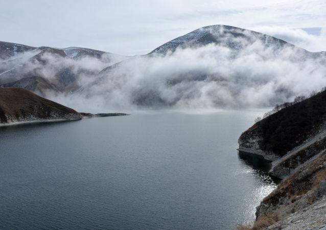 車臣共和國韋傑諾區的克澤諾伊阿姆湖