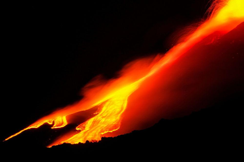 意大利埃特納火山噴發。