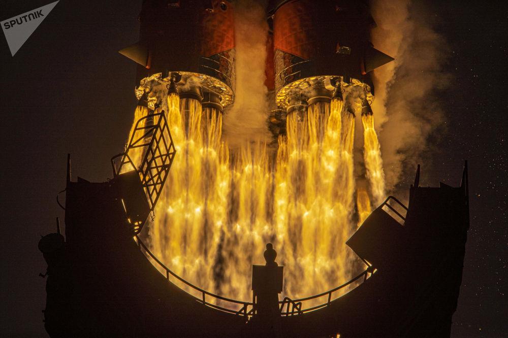 俄羅斯「進步MS-16」運載火箭搭載「聯盟-2-1a飛船」在拜科努爾航天發射場點火升空。