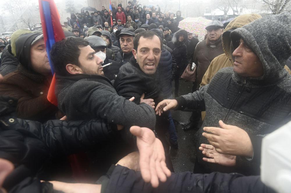 反對派在埃里溫市舉行集會。
