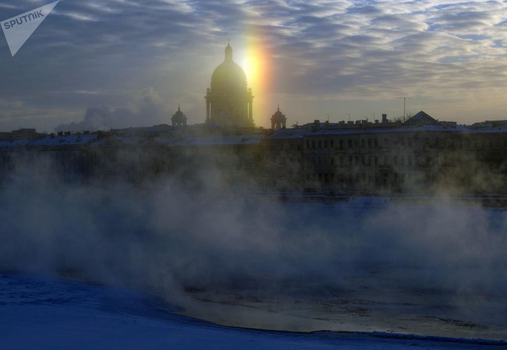 聖彼得堡市冬日景色。