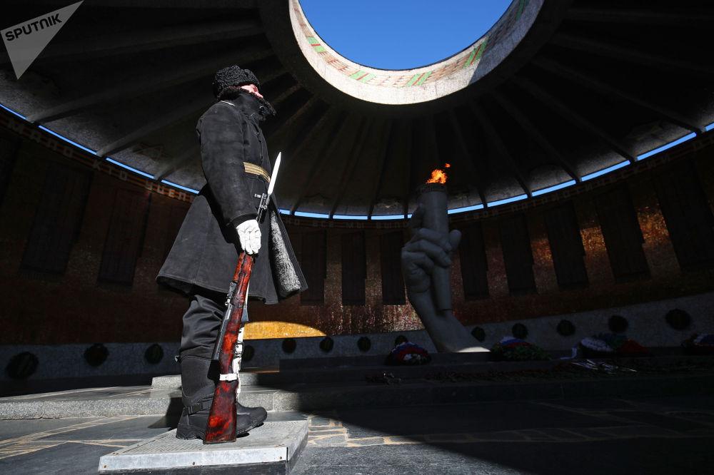 俄羅斯各地區慶祝祖國保衛者日。