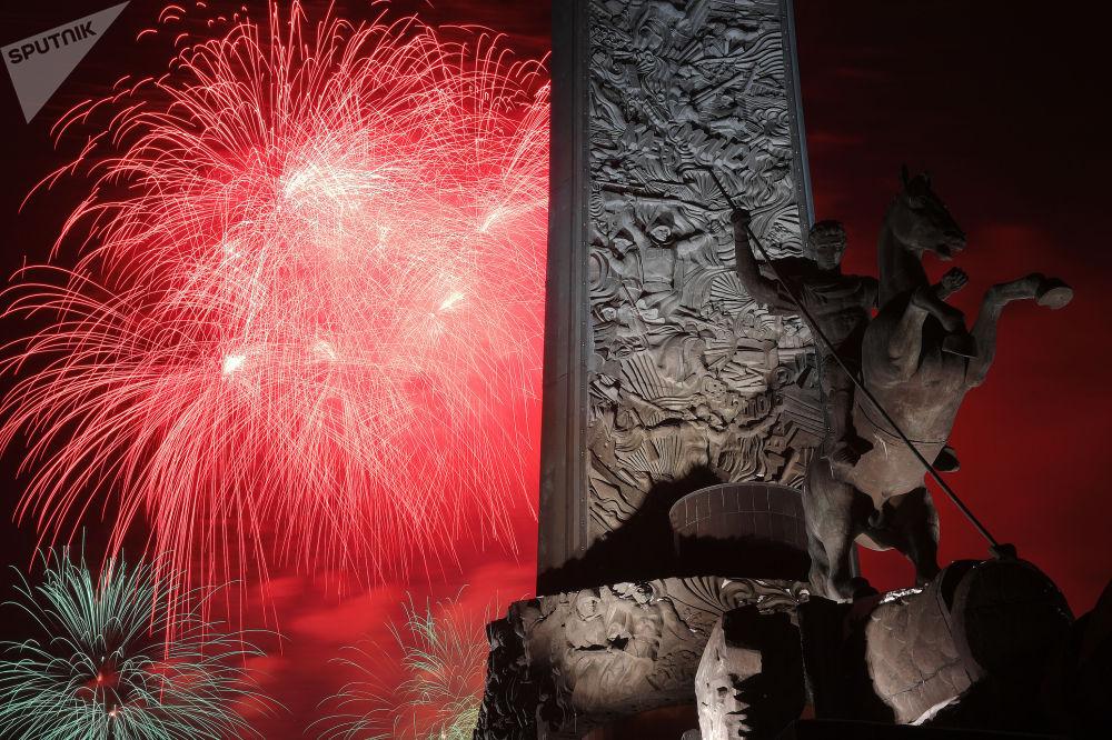 祖國保衛者日焰火表演。