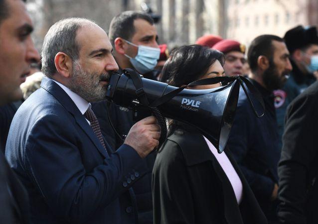 亞美尼亞軍方高層確認前總參謀長曾要求帕希尼揚辭職