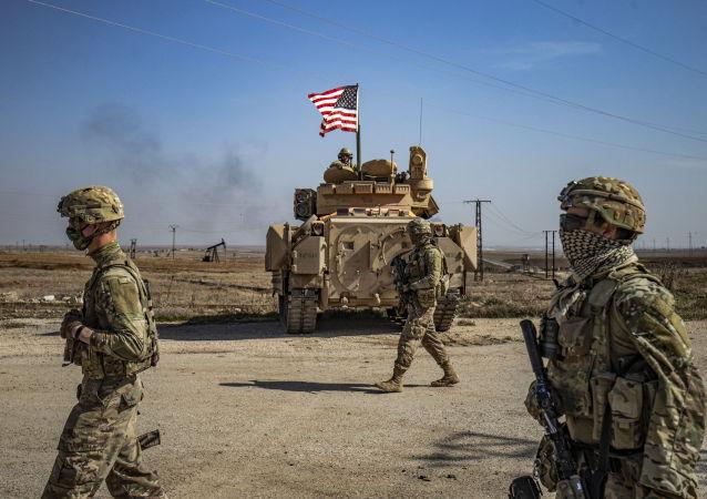 美國聯軍加強在敘利亞東部空運軍用貨車