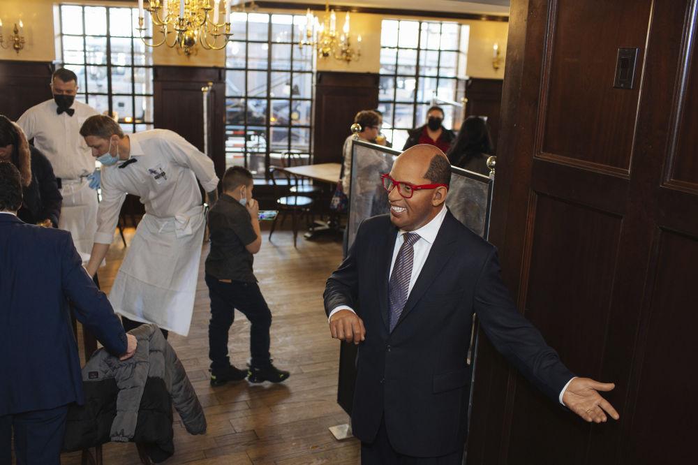 餐廳內設置的美國影星阿爾·羅克蠟像。