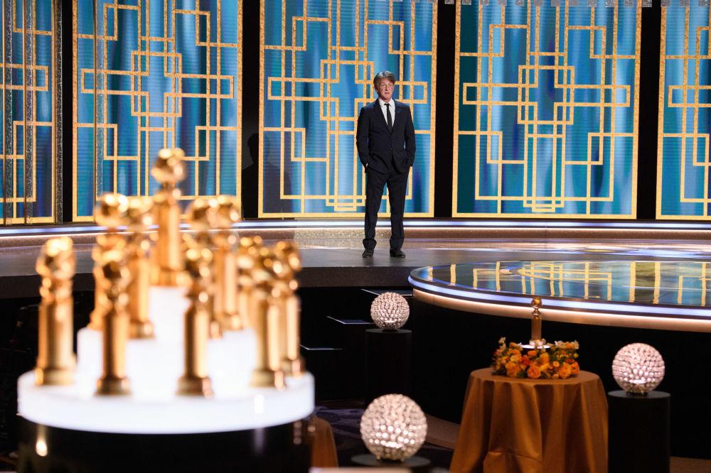 美國演員肖恩·潘參加金球獎頒獎典禮當天活動。