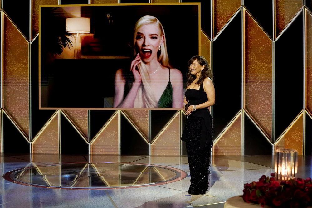 美國女演員安雅·泰勒·喬伊參加金球獎頒獎典禮當天活動。