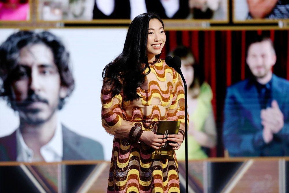 美國女演員奧卡菲娜參加金球獎頒獎典禮當天活動。