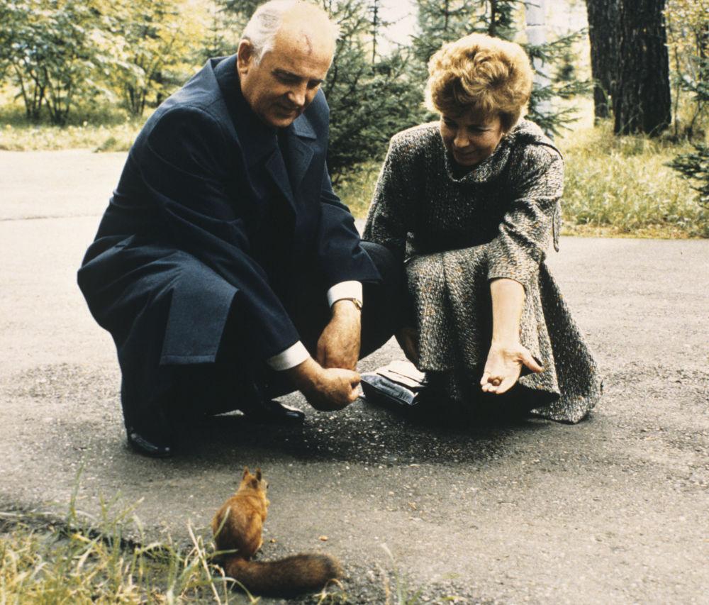 1988年,蘇共中央總書記戈爾巴喬夫與夫人參觀克拉斯諾亞爾邊疆區。