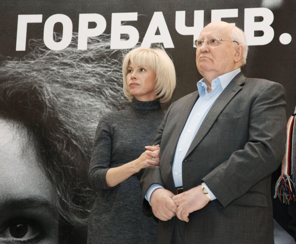 戈爾巴喬夫與女兒出席「米哈伊爾·戈爾巴喬夫《改革重建》」展覽開幕式。