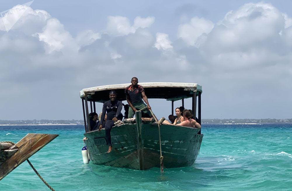 桑季巴爾群島渡船。