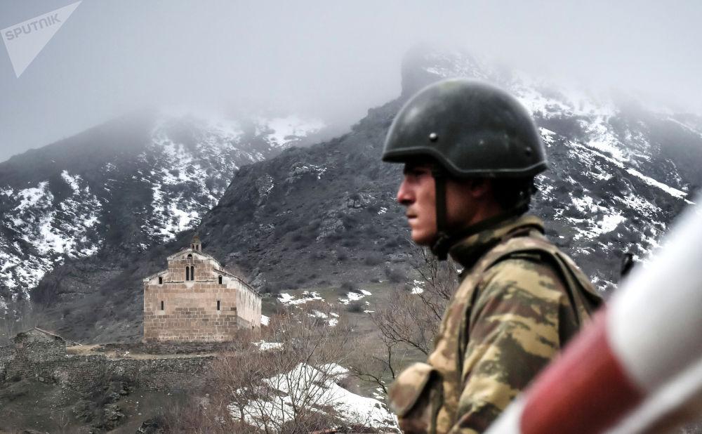 阿塞拜疆拉欽區邊檢站軍事人員。