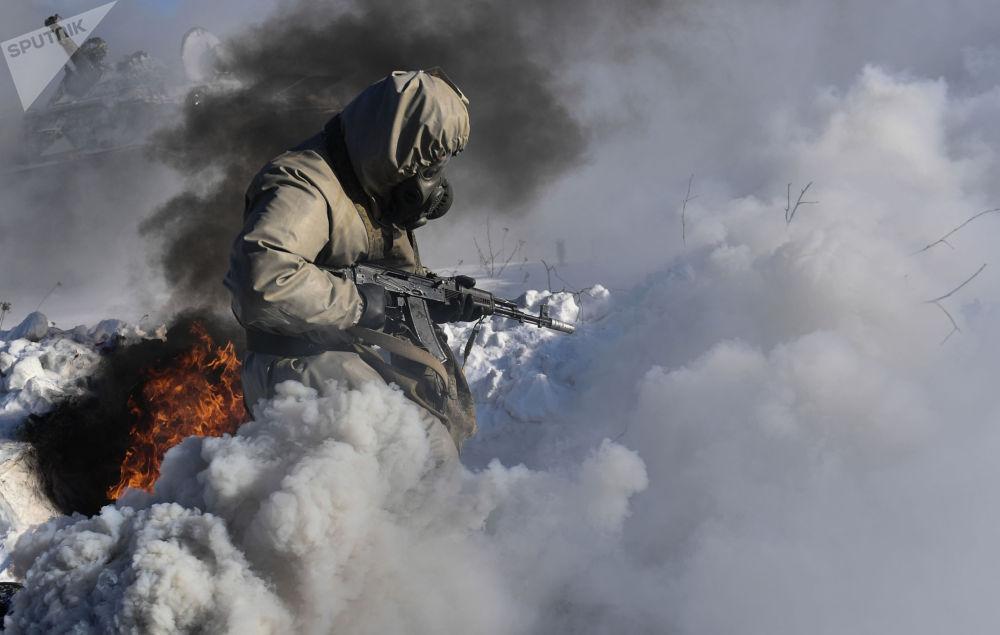俄軍中央軍區核生化防護旅進行演練。
