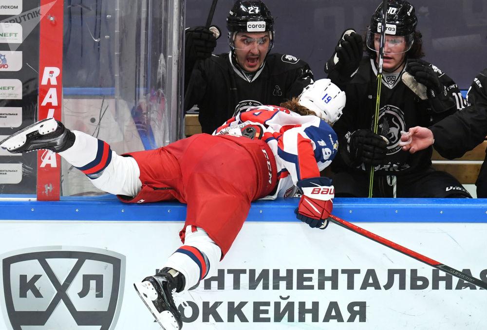 俄羅斯大陸冰球聯賽:AK雪豹-中央陸軍隊比賽。