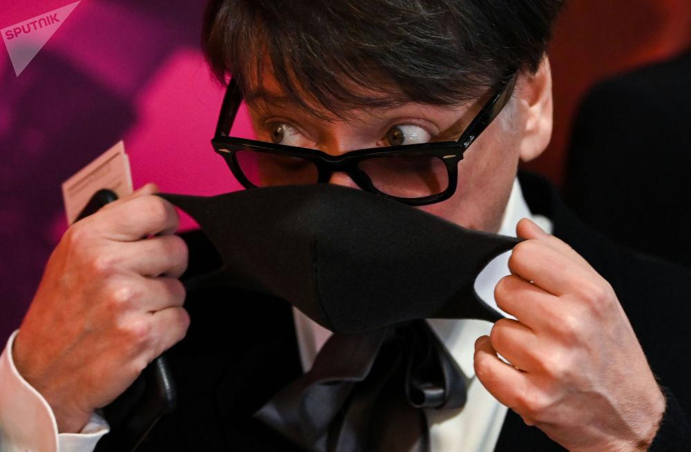 俄羅斯服裝設計師尤達什金參加電影紀錄片《皮爾·卡丹之家》首映式。