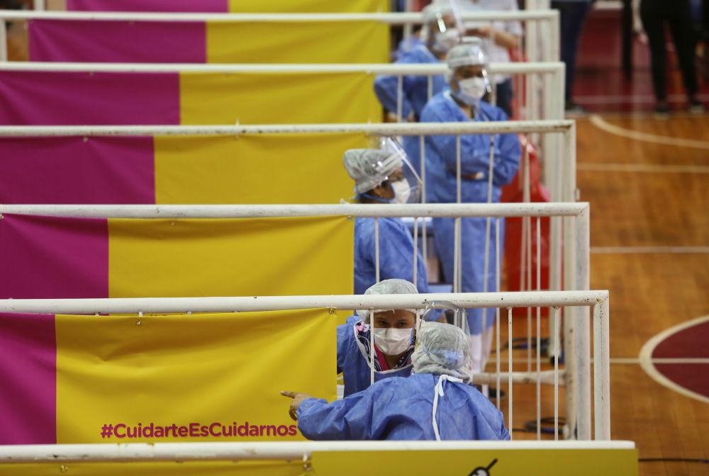 阿根廷布宜諾斯艾利斯市疫苗接種中心值守的女護士。