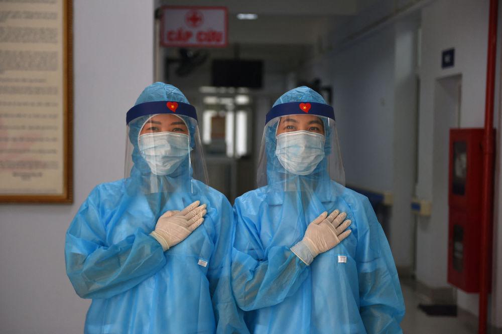 越南河內市新冠病毒檢測中心女醫師。
