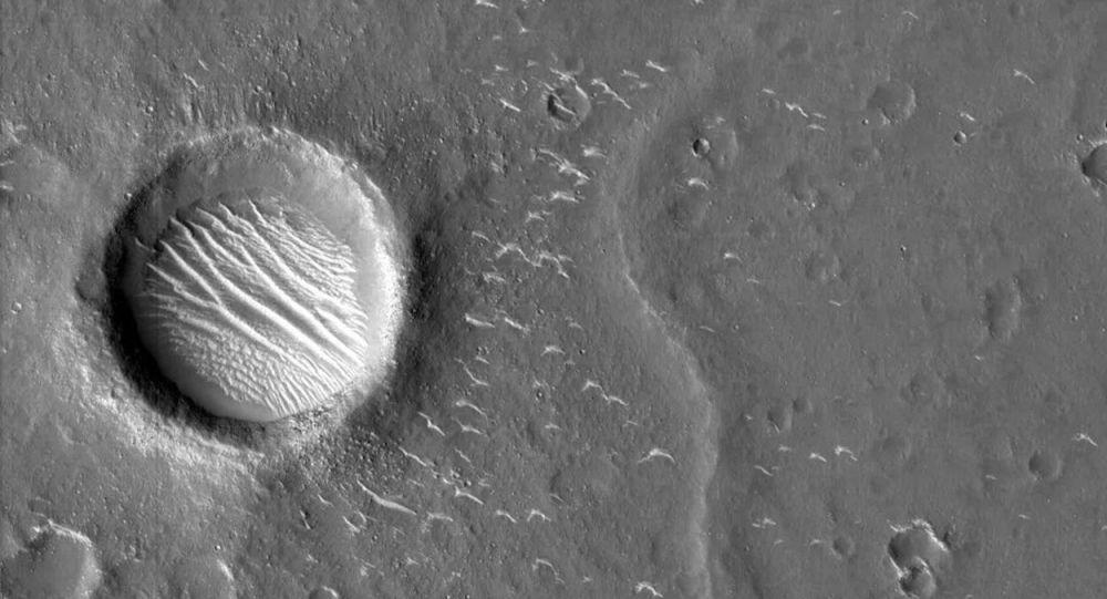 天問一號探測器拍攝的高清火星影像圖