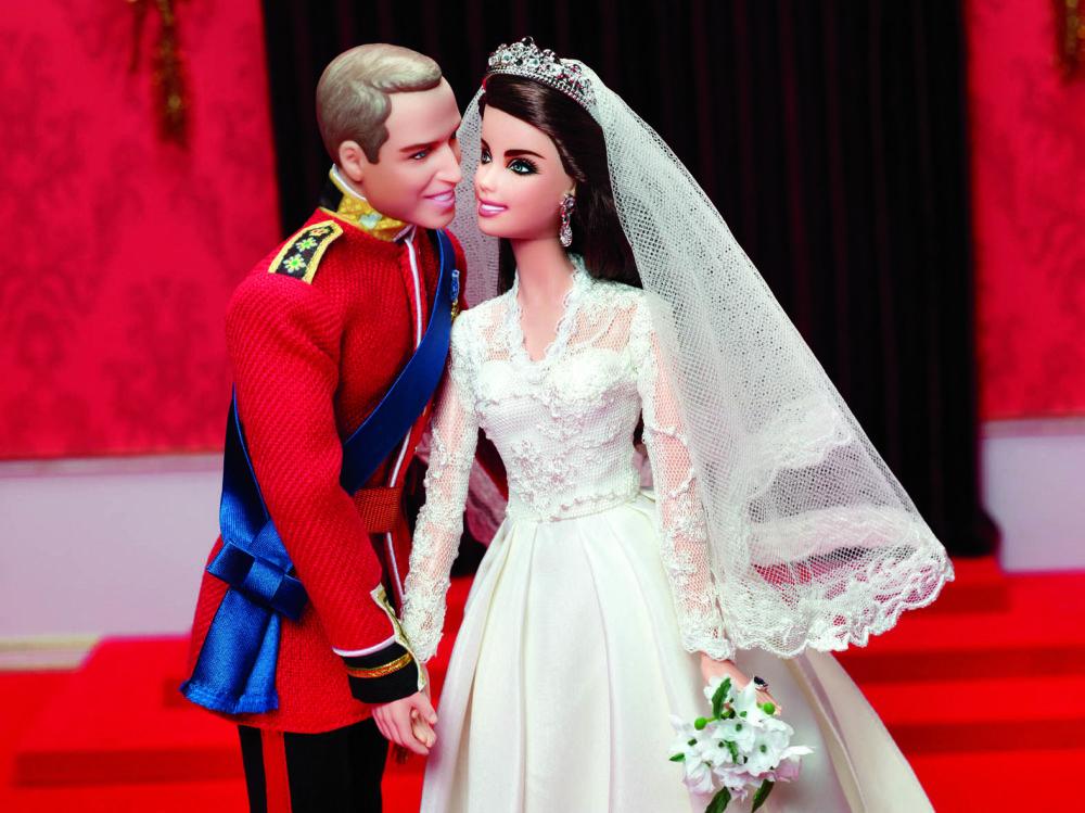 威廉王子夫婦大婚造型的芭比娃娃。