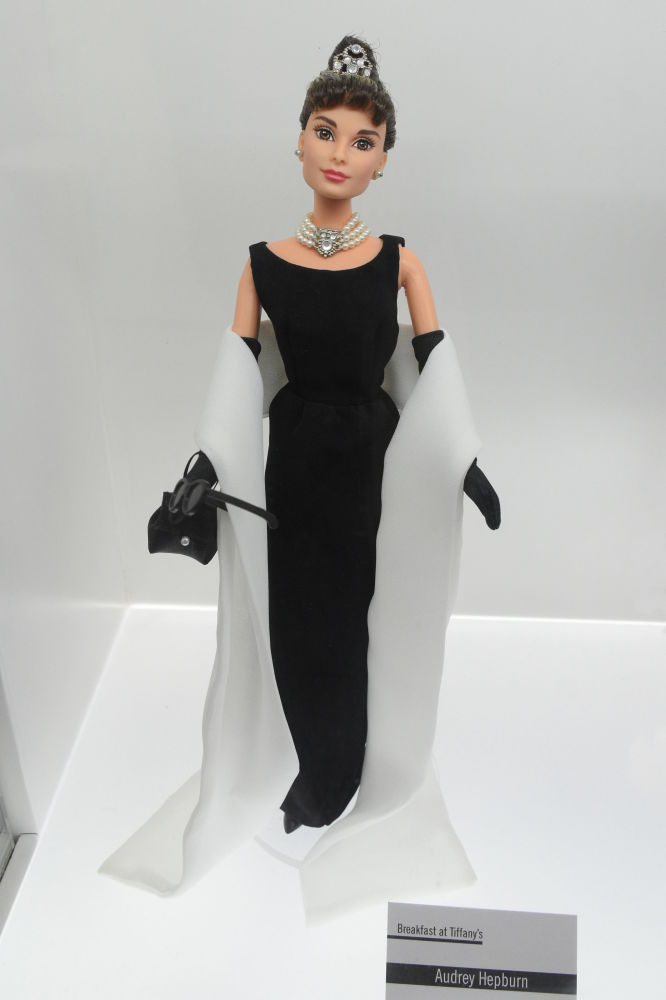 奧黛麗·赫本造型的芭比娃娃。