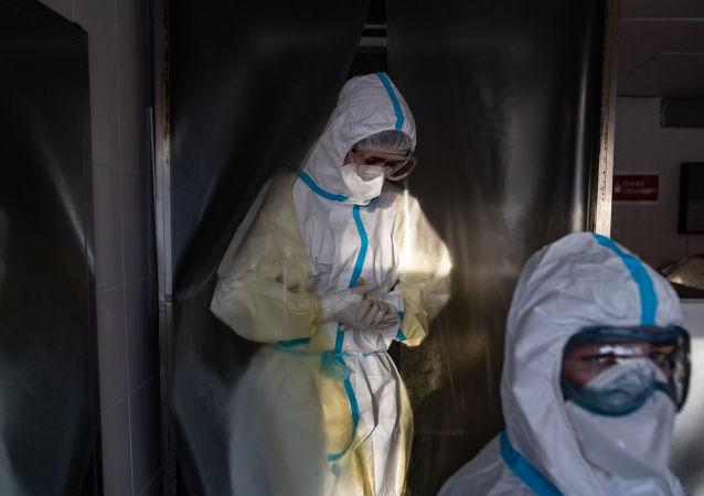 俄防疫指揮部:俄單日新增新冠病毒感染病例8294例 累計超460.6萬例