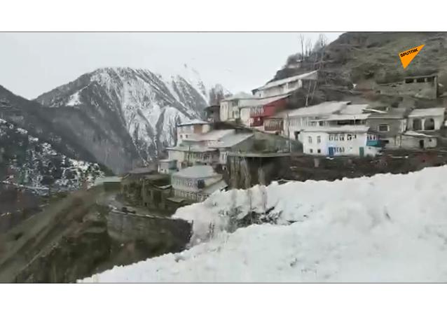 雪崩切斷達吉斯坦9個村莊與外界的聯繫