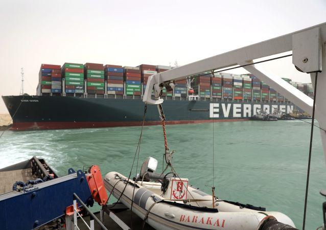 蘇伊士運河擱淺集裝箱船或於30日開始卸貨